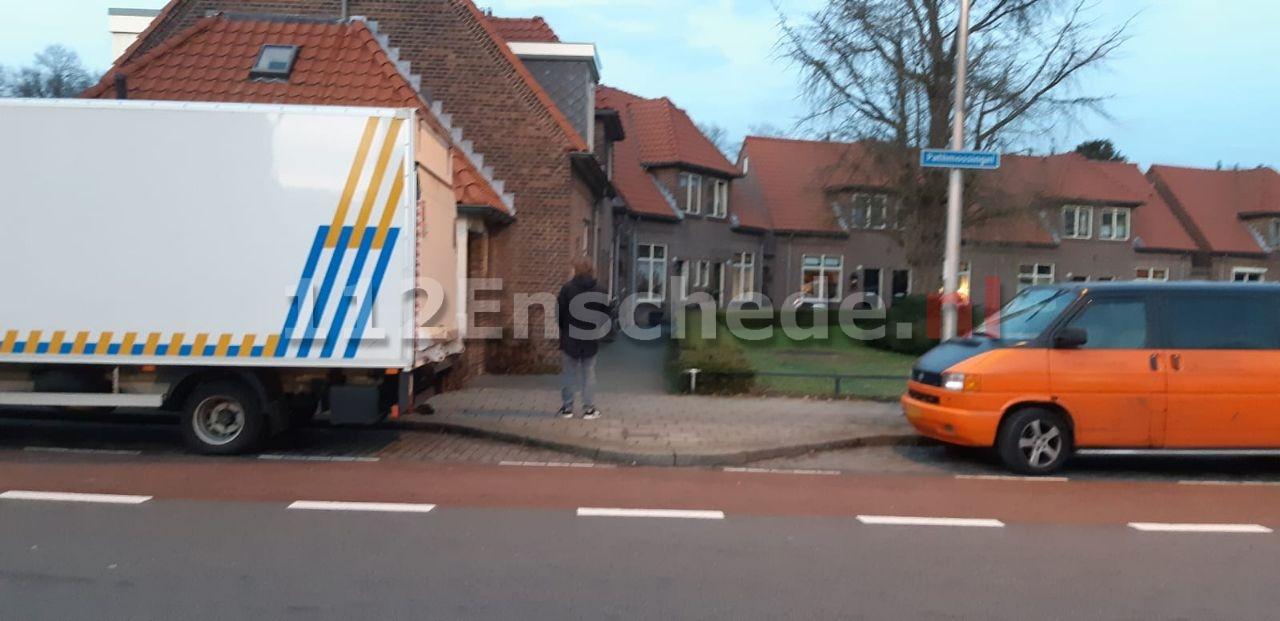 Hennepkwekerij aangetroffen in woning Enschede