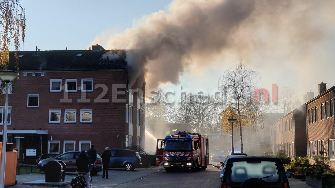 VIDEO: Appartement brandt volledig uit in Enschede