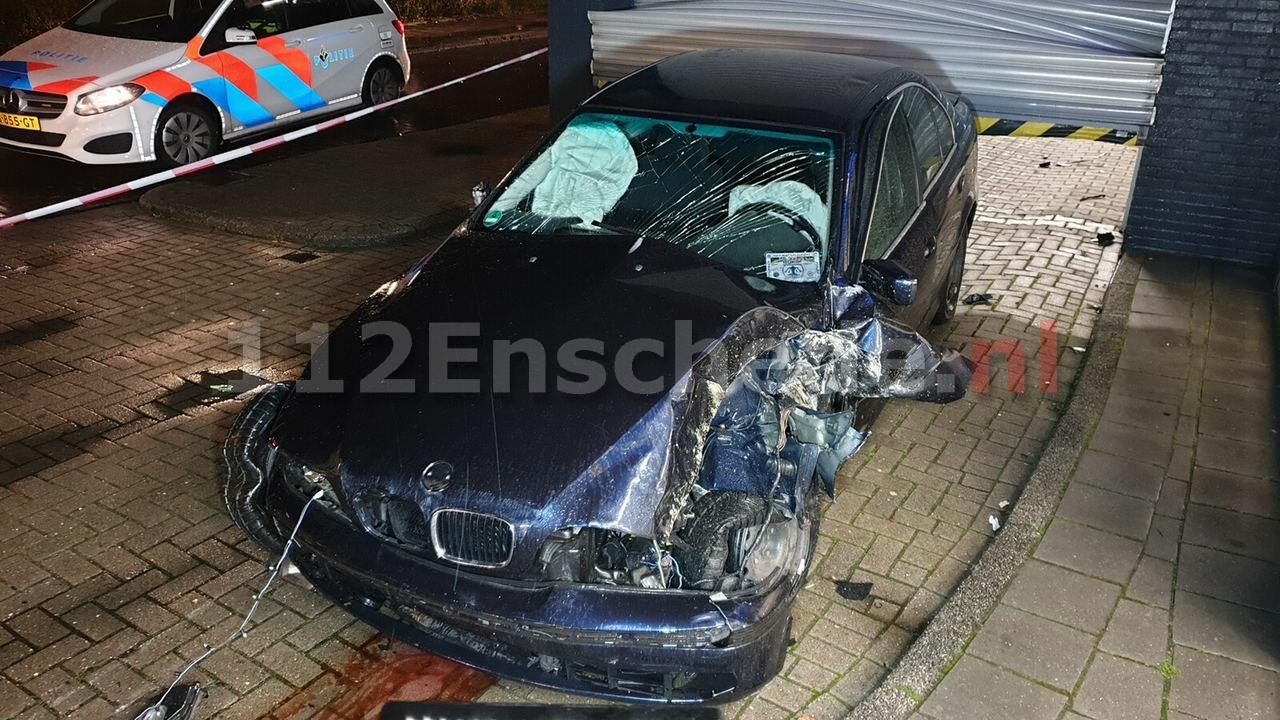 VIDEO: Auto rijdt dwars door magazijn Lidl Enschede