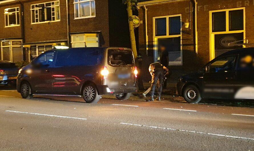 Fietser botst achterop taxibusje in Enschede